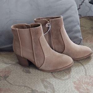 Universal Thread Catlin Boots, Taupe size 6.5